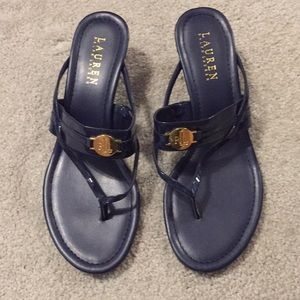 Navy patent leather sandels